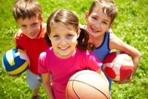 Children who play outdoors need to be careful to avoid heat-related illnesses.